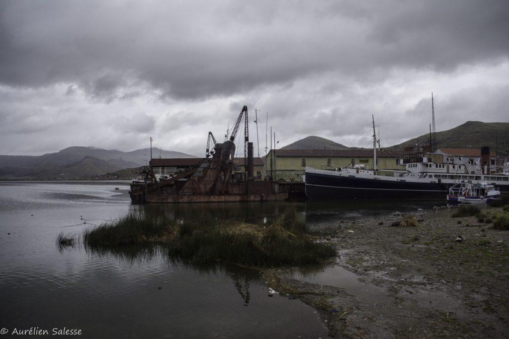 Uros-port Puno